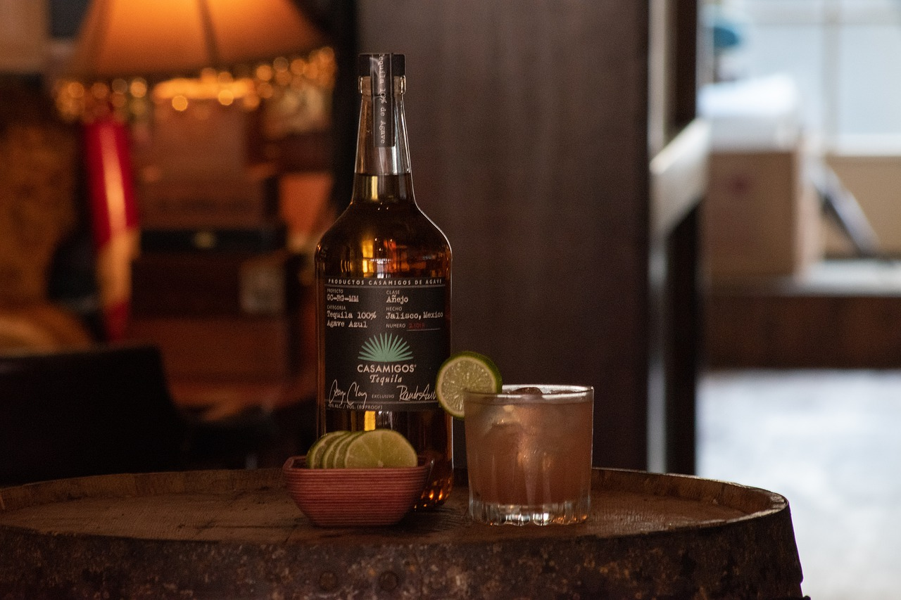 Jak pić tequile? Poradnik dla gentlemanów i milades
