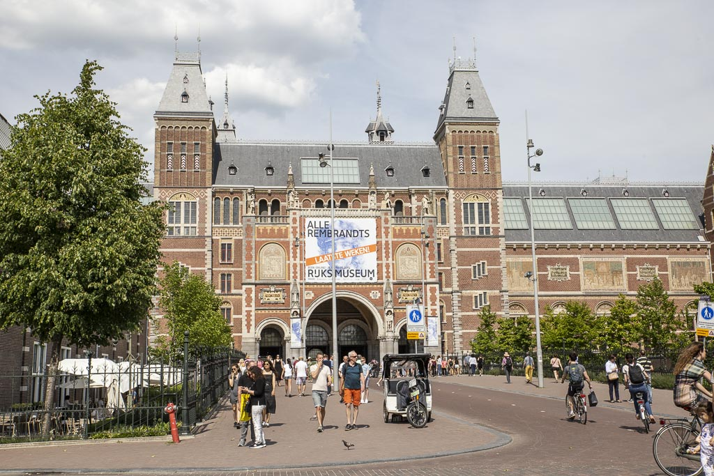 Amsterdam. Atrakcje w stolicy Holandii. Co zobaczyć?