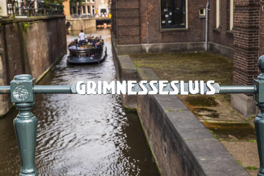 Amsterdam kanał wido od ulicy