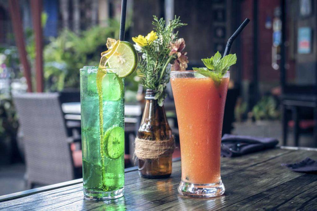 PROSTE KOLOROWE DRINKI Z WÓDKĄ MADRAS