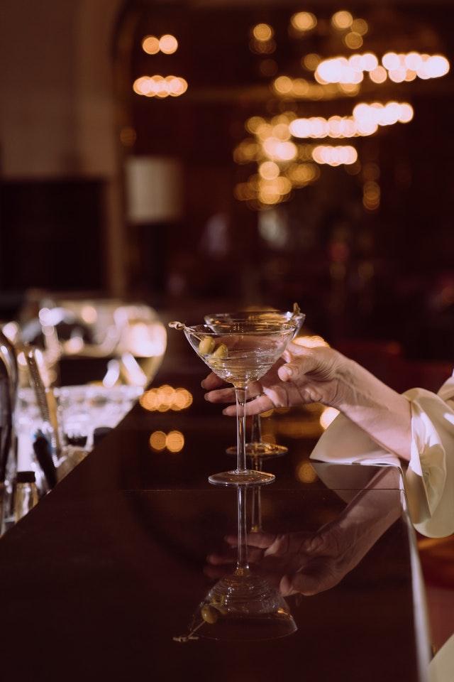 Czy można pić samo martini